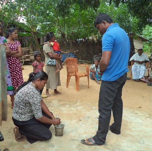 Garlic-mixture-Pesticide-preparation-Demo-Ramanathapuram
